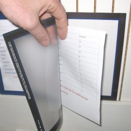 Im Dokumentenhalter A4 Kleb können Formblätter im A4-Format geschützt aus gehangen werden