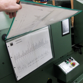 Mit Hilfe der Hängesichttafel A3 Q im A3-Format kann in den Dokumenten einfach geblättert werden