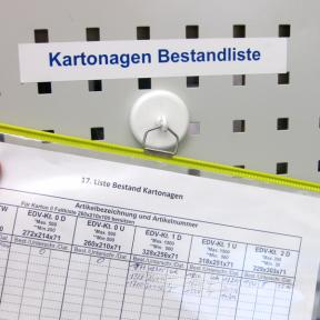 Haken Mag S ist magnetisch und kann so auf der Lochwand, Whiteboard und auf eisenhaltigen Oberflächen eingesetzt werden
