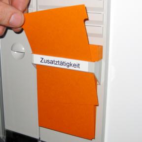 Die T-Kartenhalter 90 können direkt vor Ort entnommen werden