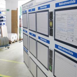 Whiteboard 150 eco mit Dokumentenhaltern und visuellen Hilfsmitteln