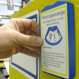Parkscheibe Flex wird als Wartungsanzeigedauer direkt an die Anlage gehängt