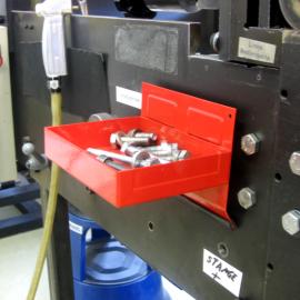 Mit der Werkzeugbox Mag S werden Schrauben direkt an der Anlage abgelegt