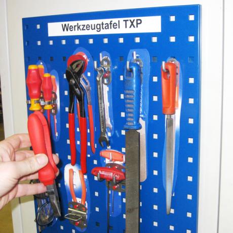 An der Werkzeugtafel M sind die Werkzeuge in Griffreichweite