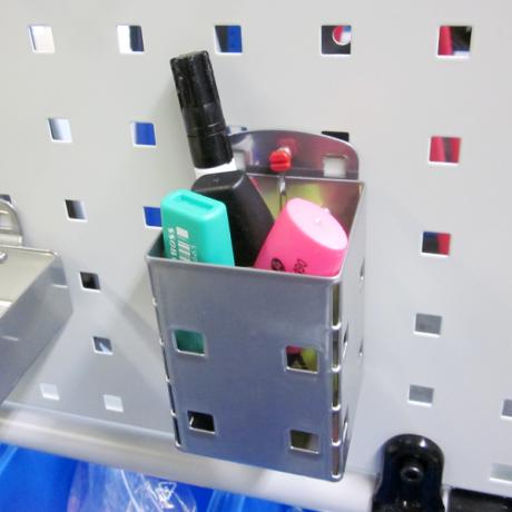 Der Kartenköcher LWS dient als Halterung für weitere Hilfsmittel an der Werkzuegtafel