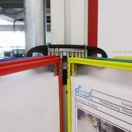 Safeclip 10x Flex wird in den Dokuhalter eingeclipst