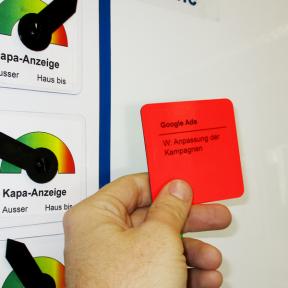 Haftnotiz Mag Flip Print ist beidseitig magnetisch und haftet auf Whiteboards