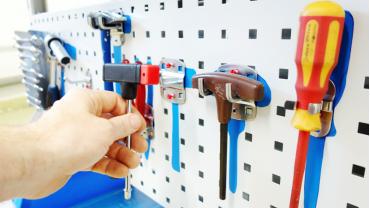 Eine ordentllche Werkzeugtafel wird am Arbeitsplatz mit der 5S Methode eingeführt