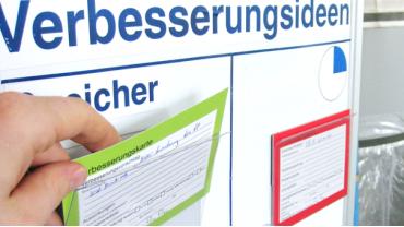 Steckkarten werden für die Problemlösung KVP zur Verbesserung der Arbeitsprozesse genutzt