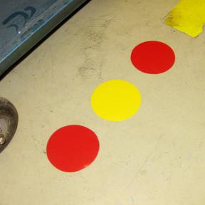B-Punkt Stiff 95 sind Farbige Bodenmarkierungspunkte