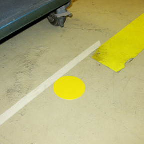 B-Punkt Stiff 50 wird einfach auf den Boden geklebt