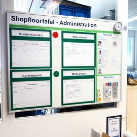 Whiteboard 100 Pro mit Dokumentenhaltern und visuellen Hilfsmitteln