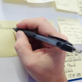 Kugelschreiber P manuell Haftnotizen beschriften