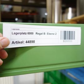 Kanbanhalter Mag 210x50 D an einem Regal